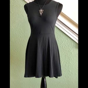 Cute short dress by Vans size small